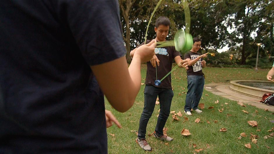 yoyo enthusiasts at Sydneys Hyde Park